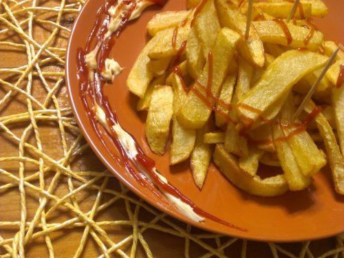 Patatine fritte stile fast food fatte in casa