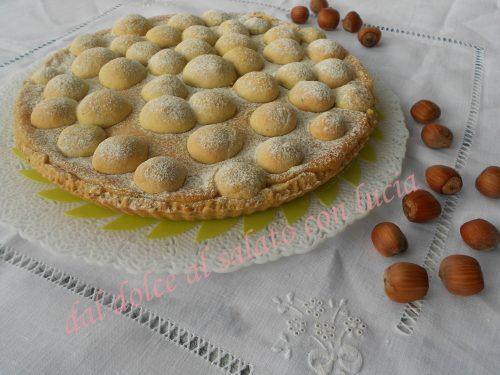 Crostata con frolla al pistacchio ripiena di crema alla nocciola