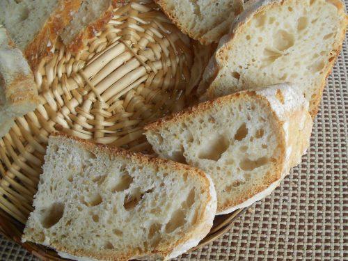 Pane semplice con lievito madre rinfrescato