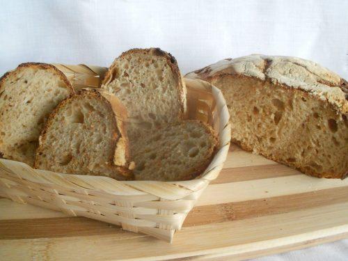 Pane senza impasto, no-knead bread, con lievito madre e cottura in pentola