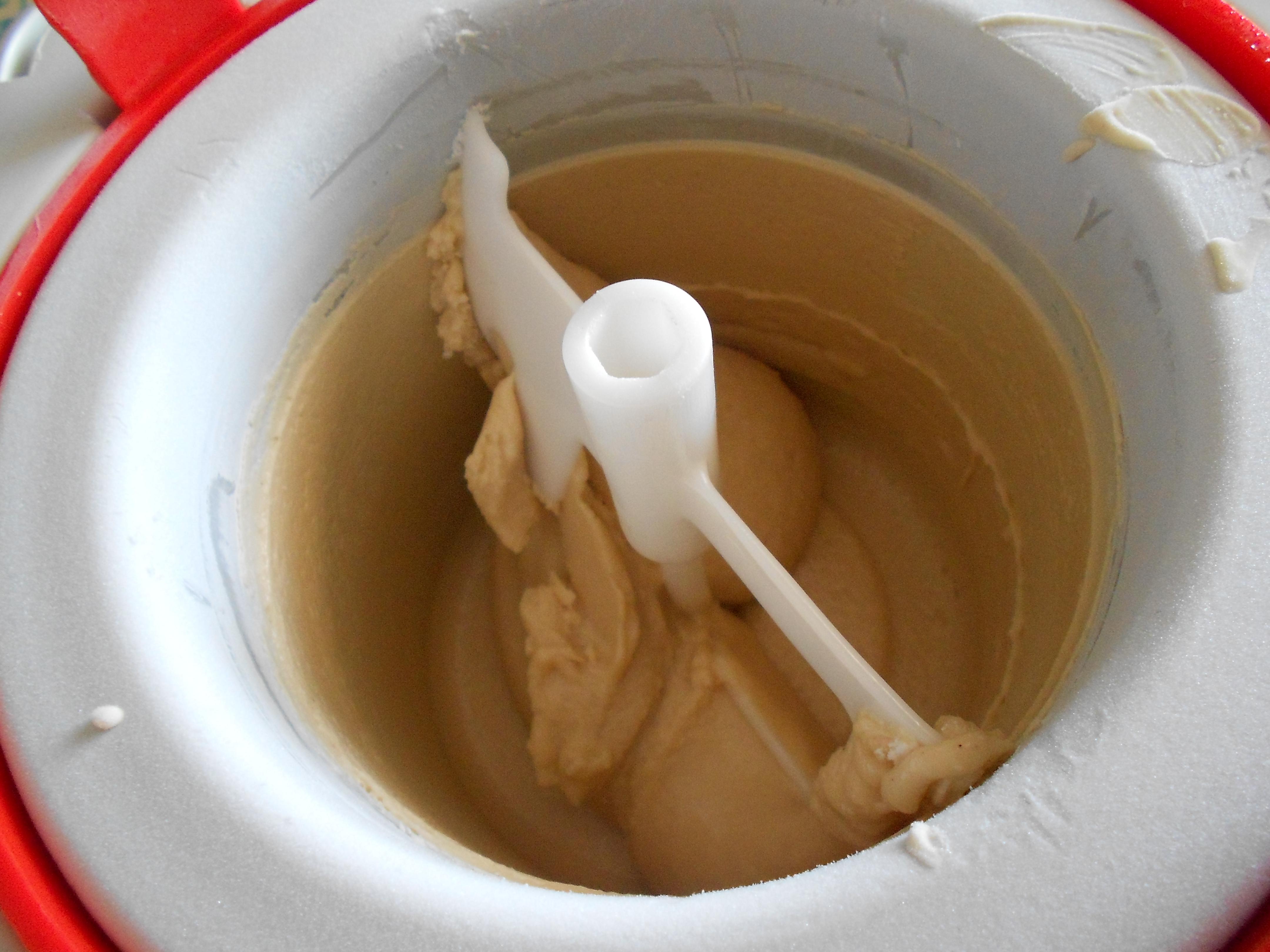 Io ho ottenuto il gelato alla nocciola in 20,25 minuti di mantecatura. La  mia è una vecchia gelatiera che fa ancora il suo dovere\u2026