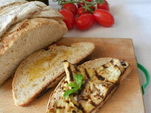 Pane con semola rimacinata, farina di farro integrale e lievito madre