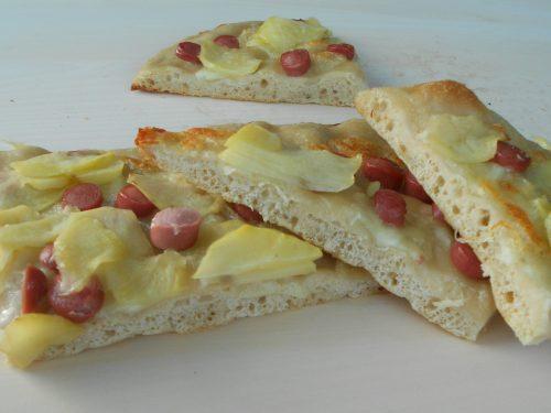Focaccia di semola rimacinata con wurstel e patate