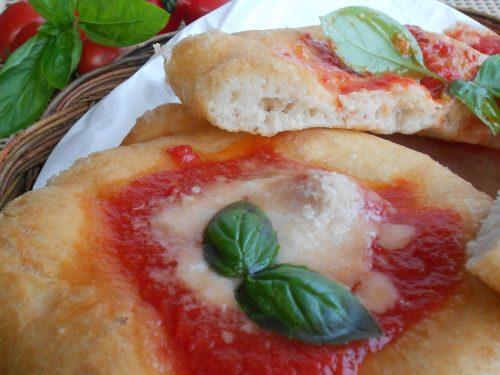Le montanare: pizze o pizzelle fritte napoletane. Ricetta con lievito di birra. Una ricetta d'eccellenza campana