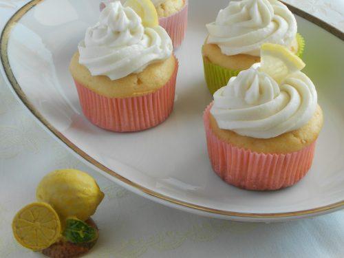 Muffin profumati al limone con ricotta e limoncello e frosting alla ricotta