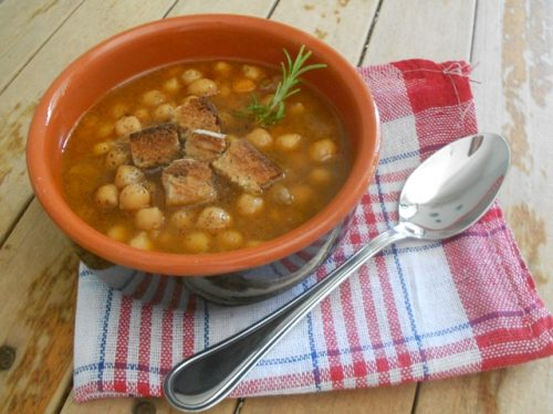 Zuppa di ceci con crostini di pane