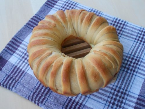 Corona di pasta brioche salata con lievito madre