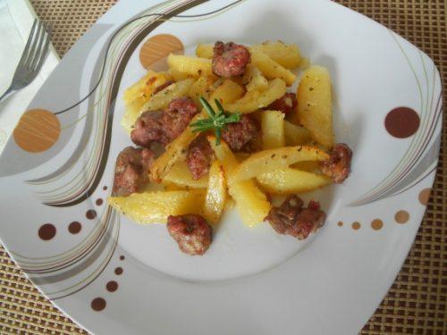 Tocchetti di salsiccia con patate al forno
