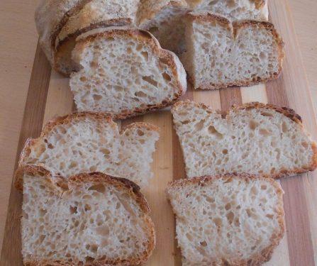 Pane con farina 0 e semola, morbido dentro e croccante fuori, con lievito madre, autolisi e gelatinizzazione