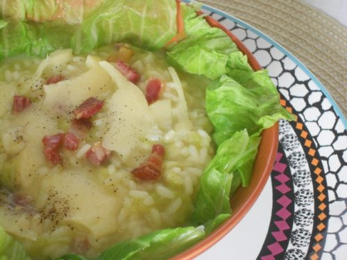 Minestra di riso e verza, con patate e pancetta