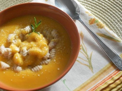 Gnocchi su vellutata di zucca e patate
