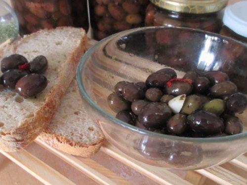 Olive nere sott'olio fatte in casa, ricetta tradizionale