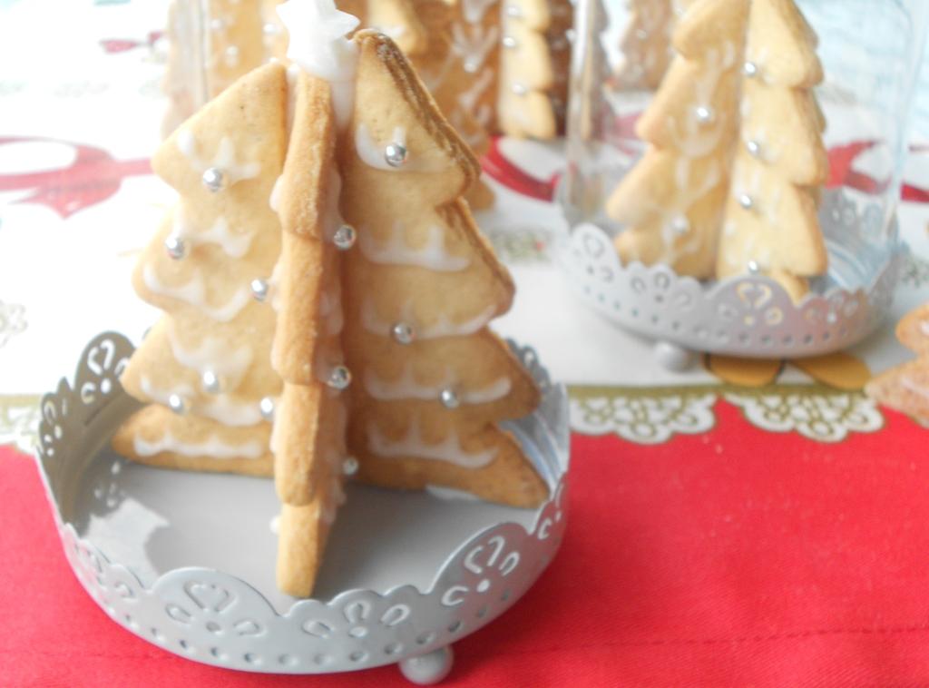 Albero Di Natale Fatto Con I Biscotti.Alberi Di Natale Tridimensionali Di Pasta Frolla I Miei Biscotti Segnaposto Dal Dolce Al Salato Con Lucia