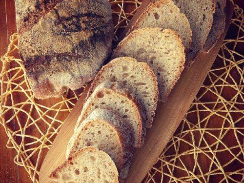 Tartine bread, pane semi-integrale senza impasto, con pasta madre: il primo pane del 2015!
