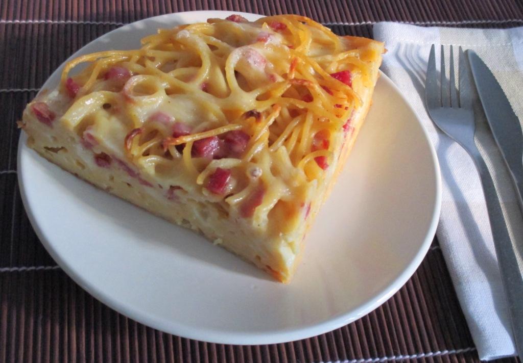 Pizza di maccheroni al forno