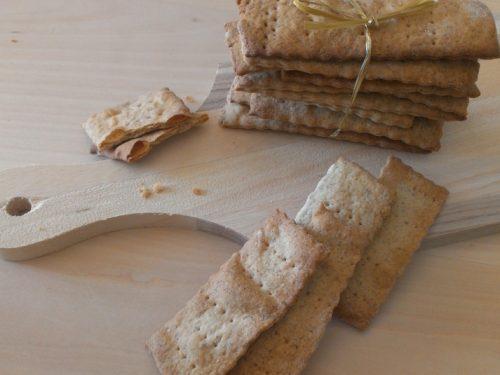 Crackers sfogliati semi-integrali con esubero di pasta madre