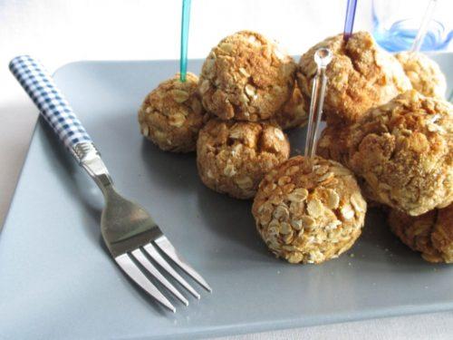 Polpette di ceci, patate e zucca impanate nei fiocchi d'avena e cotte al forno