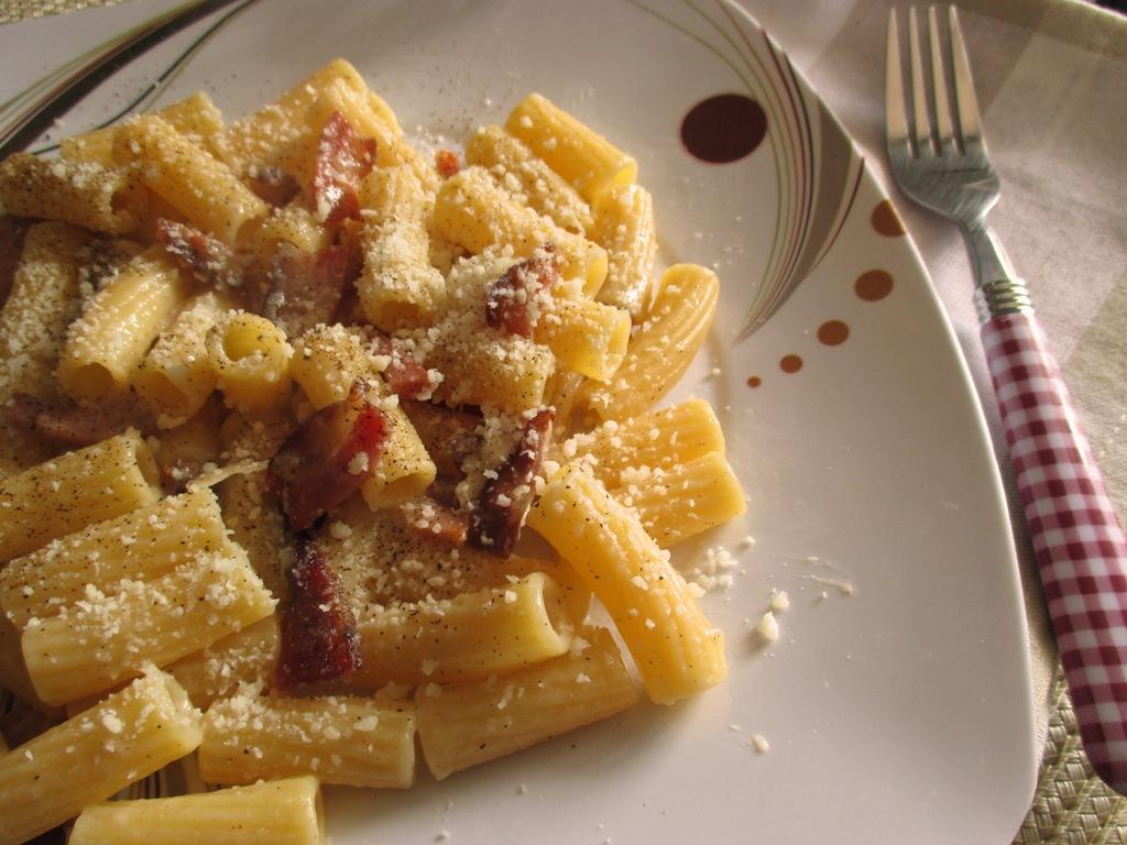 Pasta alla gricia ricetta con foto dal dolce al salato for Piatto tipico romano