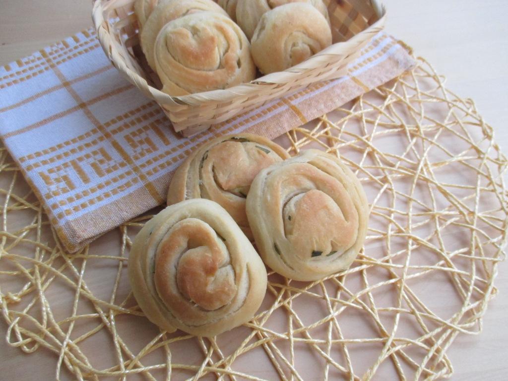 Dolci Da Credenza Alice Ricette : Spianatine con rosmarino morbide e fragranti. ricetta lievitata