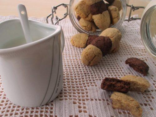 Leggeri e rustici biscotti con farina di farro e cacao, senza burro