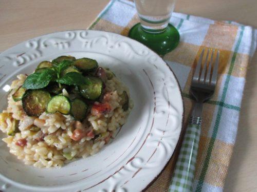 Risotto con zucchine, menta e pancetta, ricetta con foto