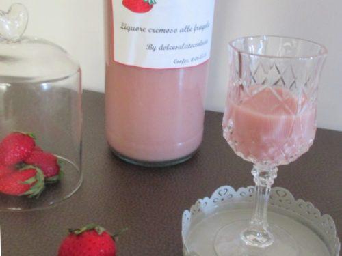 Liquore cremoso alle fragole