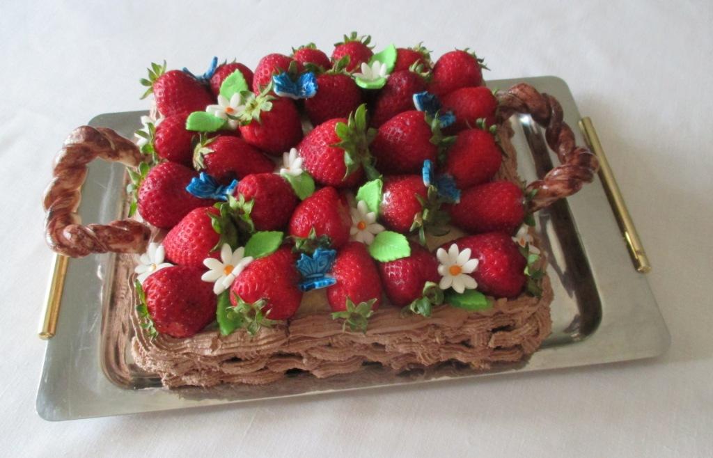 Torta cestino di fragole dal dolce al salato con lucia - Bagno per torte senza liquore ...
