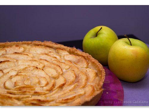 Crostata con crema pasticcera e mele, ricetta con foto