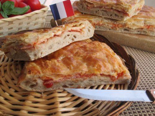 Pizza parigina, una pizza rustica tipica napoletana