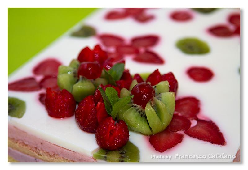 Torte Da Credenza Montersino : Torta giardino di fragole luca montersino ricetta con foto