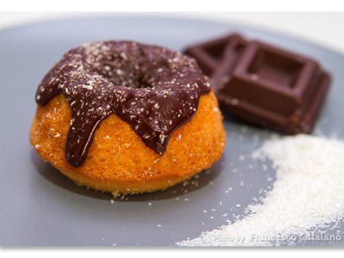 Ciambelline ciocco-cocco, al cocco glassate al cioccolato