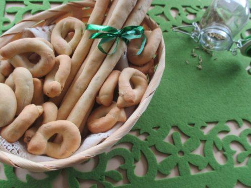 Grissini e tarallini con semi di finocchietto ed esubero, senza vino