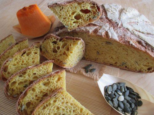 Pane alla zucca con semi di zucca e lievito madre