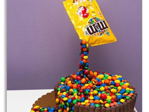 Torta cascata di M&M's, con tutorial fotografico