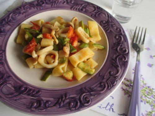 Calamarata di pasta con zucchine e calamari