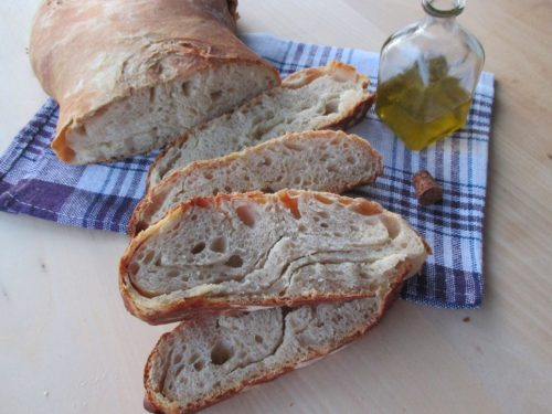 Pane sfogliato con olio, a lievitazione naturale
