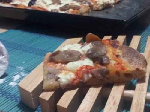 Pizza in teglia con Li.co.li. Ricetta con foto