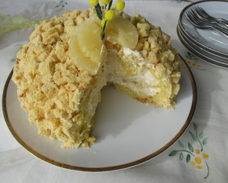 E ora veniamo al dolce che vi propongo oggi, la torta mimosa, che viene  preparata per la festa della donna, appunto l\u00278 marzo. E\u0027 un dolce composto  da pan