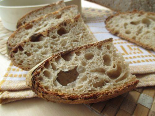 Pane con esubero di pasta madre e lievitazione in giornata