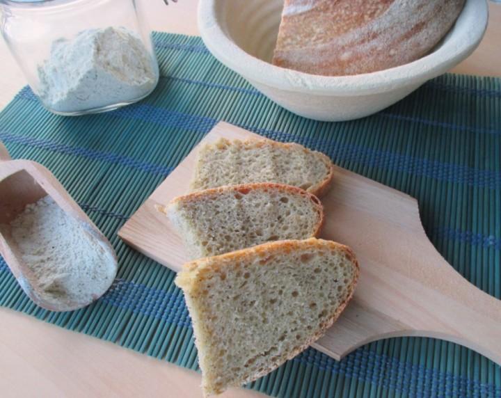 Pane con farina di canapa e semola