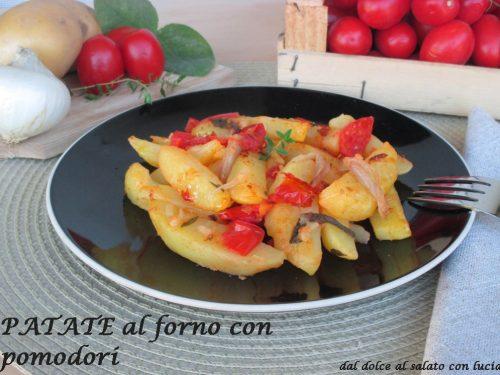 Patate al forno con pomodori
