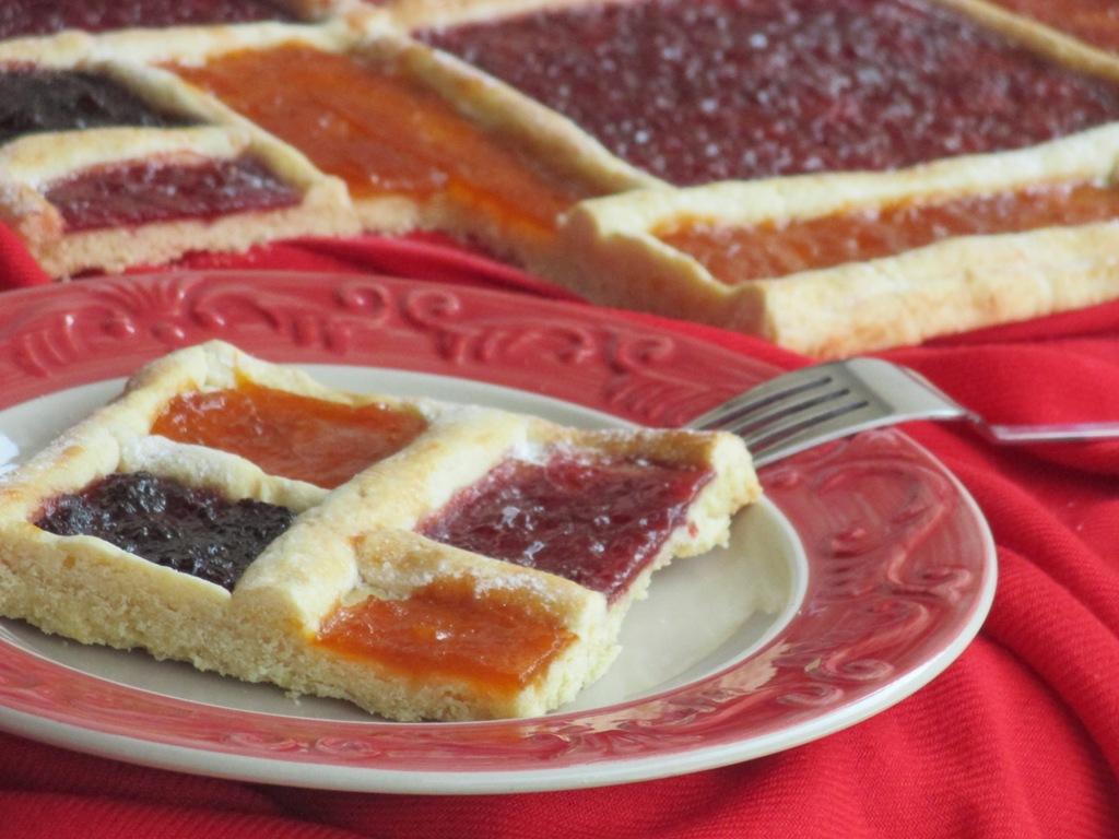 Composizioni Facili Di Frutta crostata a scacchi con marmellata stile mondrian | dal dolce