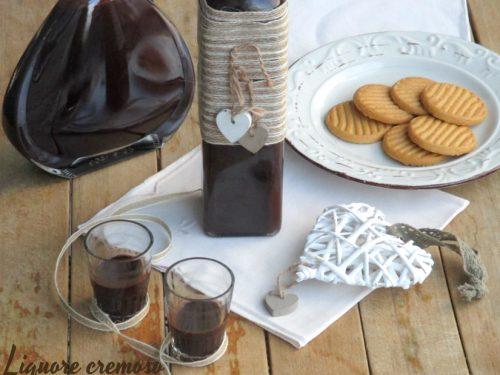 Liquore cremoso al cacao amaro e buon terzo compleanno blog!