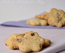 Biscottini con gocce di cioccolato e noci