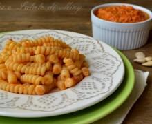 Pasta al pesto di pomodori e mandorle