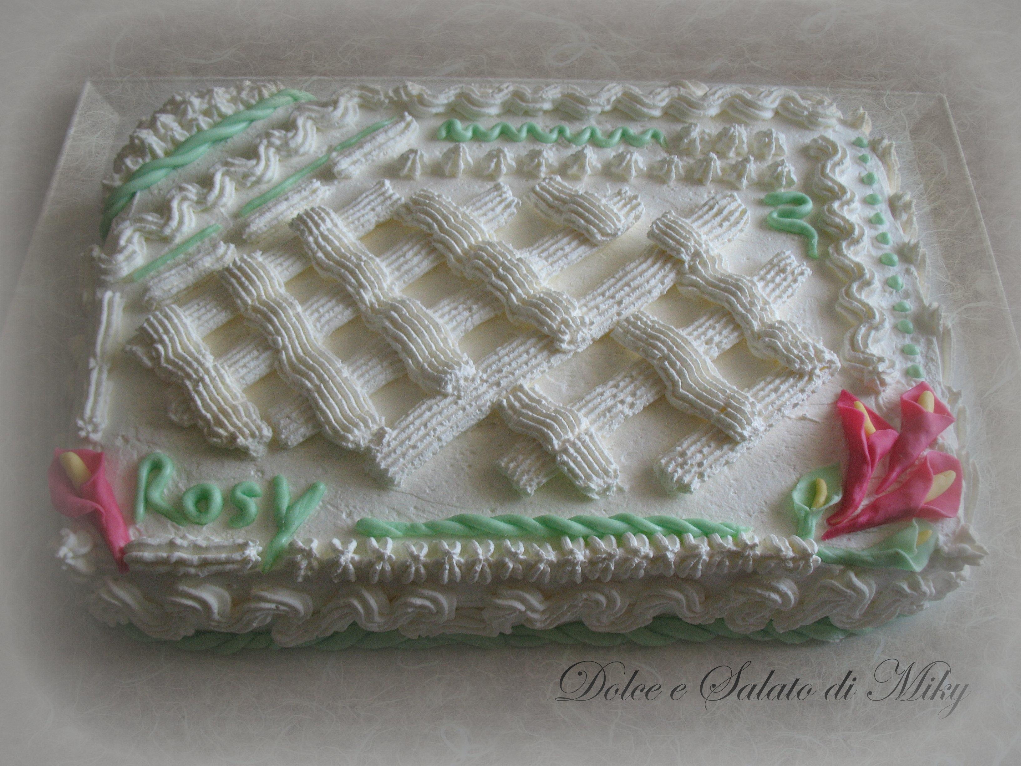Torta con crema ai frutti di bosco e panna for Decorazioni torte uomo con panna