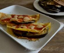 Crepes con mozzarella pomodoro e melanzane