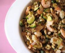 Insalata di grano con zucchine e gamberetti