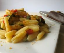 Gnochetti sardi con verdure e bottarga