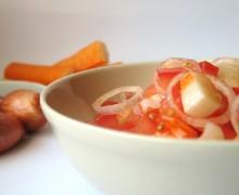 Surimi con scalogni e pomodori freschi